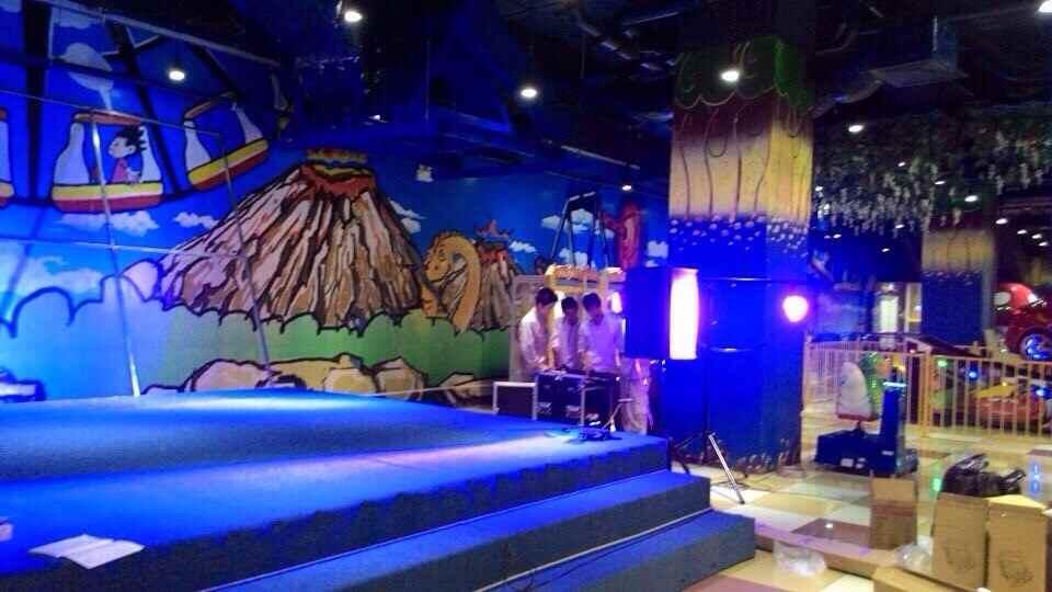 Việt Hưng lắp đặt hệ thống âm thanh ánh sáng sân khấu cao cấp